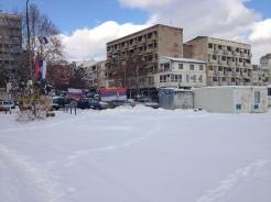 Arrivée côté serbe avec un campement de nationalistes.